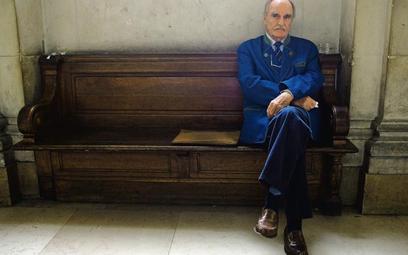 """Jean Raspail w poczekalni sądu: w 2005, po opublikowaniu szkicu """"Co to znaczy być Francuzem"""", oskarż"""
