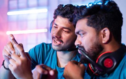 Hindusi uwielbiają grać razem w gry video.