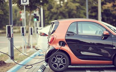 Trzeba podarować firmom VAT na e-auta