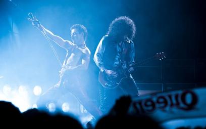 "Rami Malek jako Freddie Mercury i Gwilym Lee (Brian May) w ""Bohemian Rhapsody"""