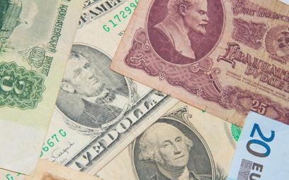 Oszczędzaj w dolarach, wydawaj w funtach