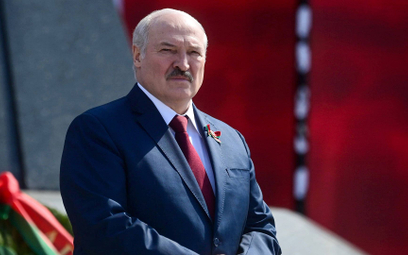 Utrzymać władzę i postawić pomnik Stalinowi