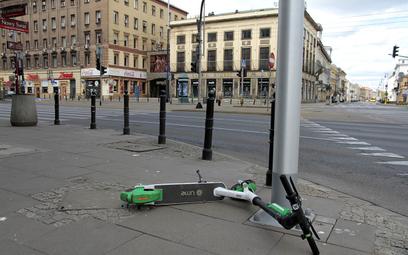 E-hulajnogi zjadą z chodników. Miasta szykują ograniczenia