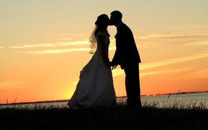 Ślub w plenerze po 1 marca - jakie miejsca wybierali nowożeńcy