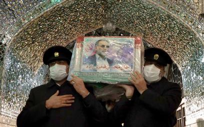 Pożegnanie zabitego szefa programu atomowego Iranu prof. Mohsena Fachrizadeha w świątyni Imama Rezy