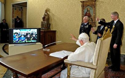 Nigdy głos papieski nie dotarł jeszcze tak daleko.