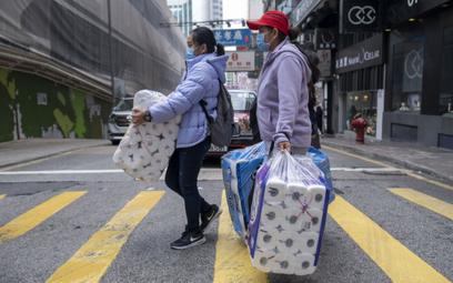 Mieszkańcy robią zapasy w Hongkongu