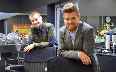 Paweł Kantyka i Sebastian Maśka (z prawej) stworzyli system, z którego korzystają salony piękności w