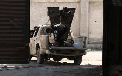Terroryści z Daesh golą brody i zajmują cywilne obiekty by uniknąć wykrycia przez drony