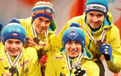 Trzeci na świecie: od lewej Jan Ziobro, Piotr Żyła, Kamil Stoch i Klemens Murańka