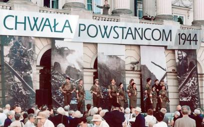 Warszawa, 1 sierpnia 2004. Obchody 60. rocznicy wybuchu powstania warszawskiego; uroczystości przed