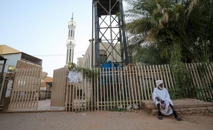 Zamknięty, z powodu epidemii koronawirusa, meczet w Chartumie