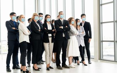 Koronawirus: czy można zwolnić pracownika za nieprawidłowe noszenie maseczki