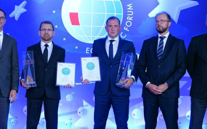 Nagrody CE Top 500 Index of Succes odebrali: Przemysław Lutkiewicz, wiceprezes LPP (drugi zlewej),