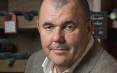 Jerzy Mazgaj, prezes zarządu Delikatesów Alma miłośnik cygar, dobrych trunków i wybornej kuchni