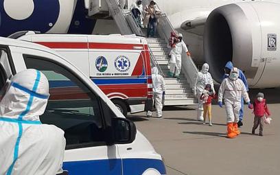Ciężko chory dyplomata wraz z rodziną ewakuowany z Indii