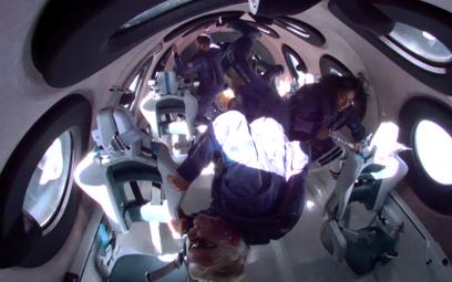 Miliarder Richard Branson dotarł na krawędź kosmosu