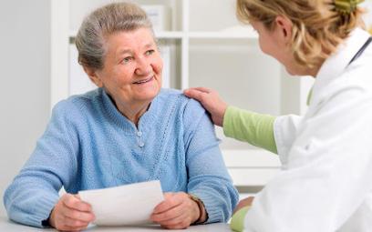 Bezpłatne leki dla seniora 75+ przepisze specjalista w przychodni i w szpitalu