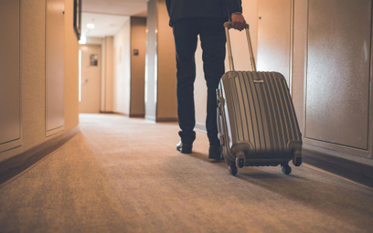 Praca za granicą: podróż służbowa czy oddelegowanie