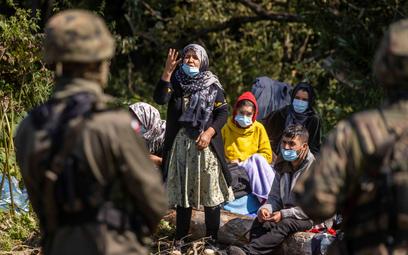 Służby obecne na granicy nie podają ilu migrantom pomogły na terenach objętych stanem wyjątkowym