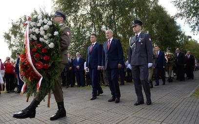 Bartłomiej Misiewicz odznaczony Złotym Medalem za Zasługi dla Obronności Kraju