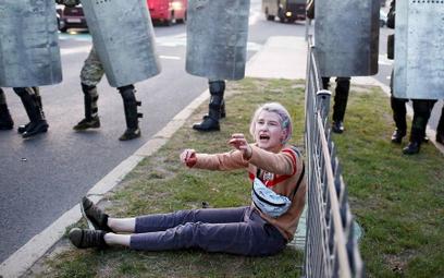 Oddziały specjalne milicji OMON to najtrwalszy filar rządów Łukaszenki. Nazdjęciu: Mińsk, parę godz