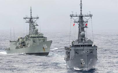 Fregaty rakietowe HMAS Melbourne i HMAS Newcastle jeszcze pod banderami Royal Australian Navy. Fot./