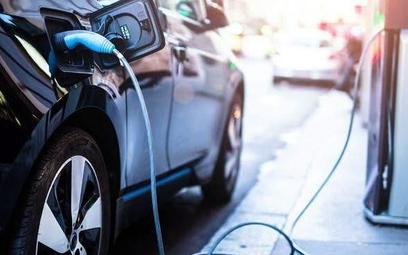 Elektromobilność pod prąd