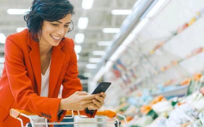 Promocje sklepowe można już przeglądać nie tylko w papierowych gazetkach, ale i na smartfonach.