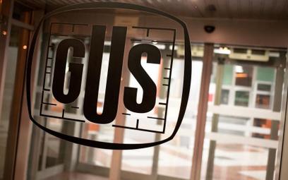 GUS o usługach: w maju poprawa w finansach, pogorszenie w transporcie