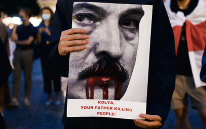 """""""Kola, twój ojciec jest mordercą"""". Demonstracja Białorusinów mieszkających w Polsce, Kraków, 18 sier"""