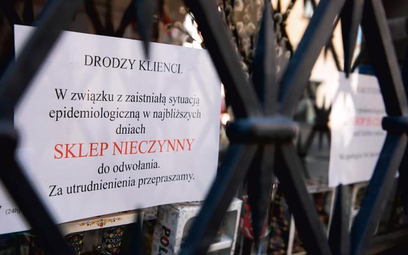 W efekcie epidemii wiele sklepów, zwłaszcza mniejszych, zamknęło podwoje. Pozostałym trudniej będzie