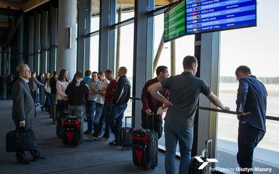 Branża lotnicza do premiera o podwyżkach na lotniskach: To ruch niszczący