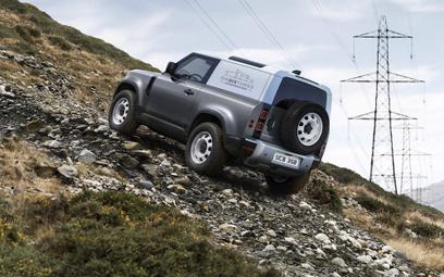 Land Rover Defender Hard Top: Do roboty!