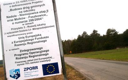 Tablice rządowe są obecnie większe od tych, których wymaga UE