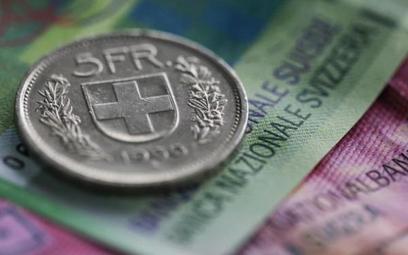 Kredyty w CHF: Franki uderzają w banki - efekty stanowiska UOKiK