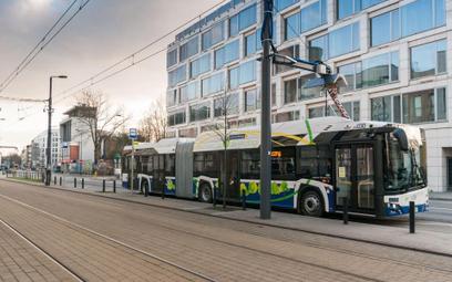 Więcej ekoautobusów, dłuższe trasy tramwajów