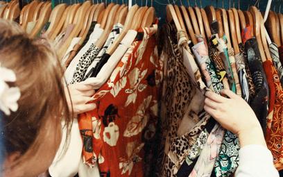 Rynek ubrań używanych i moda vintage padną ofiarą Brexitu