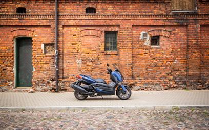 Yamaha XMAX400: Latający tapczan z bajerami