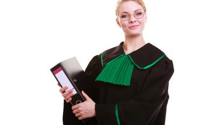 """Czy """"adwokatka"""" narusza godność zawodu adwokata?"""