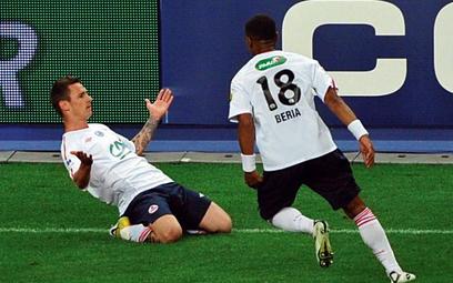 Ludovic Obraniak (z lewej) strzałem z rzutu wolnego dał Lille Puchar Francji. Drużyna pomocnika repr