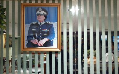 Portret Muammar Kaddafiego w kafejce w Trypolisie