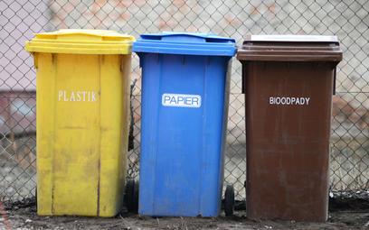 Dwie stawki za wywóz śmieci naruszają prawo