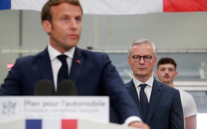 Prezydent Francji Emmanuel Macron (L) i minister finansów Bruno Le Maire (Ś)