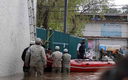 Ewakuacja z podtopionego szpitala w miejscowości Tula, w Meksyku