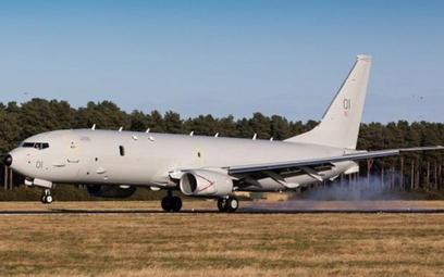 """Samolot patrolowy Poseidon MRA Mk.1 o nazwie własnej """"Pride of Moray"""" ląduje w bazie Kinloss. Fot./C"""