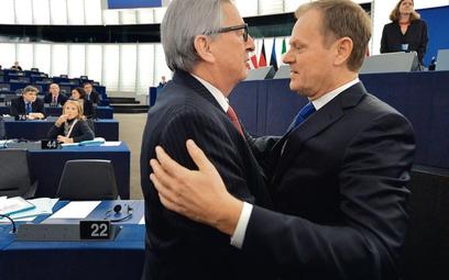 W bratnim uścisku: przewodniczący Komisji Europejskiej Jean-Claude Juncker i przewodniczący Rady Eur