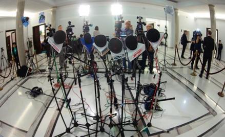Bardzo często posłowie czy ministrowie obrażają się na dziennikarzy i publicystów za jakiś tekst, kr