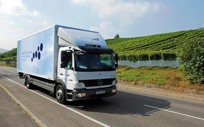 Hybrydowe ciężarówki przygotowują m.in. Hino, Volvo, Renault, Paccar oraz Daimler. Na zdjęciu hybryd