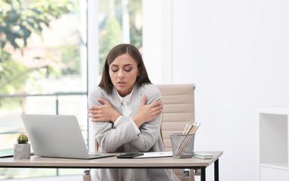 Naukowcy: Kobiety lepiej pracują, gdy jest ciepło